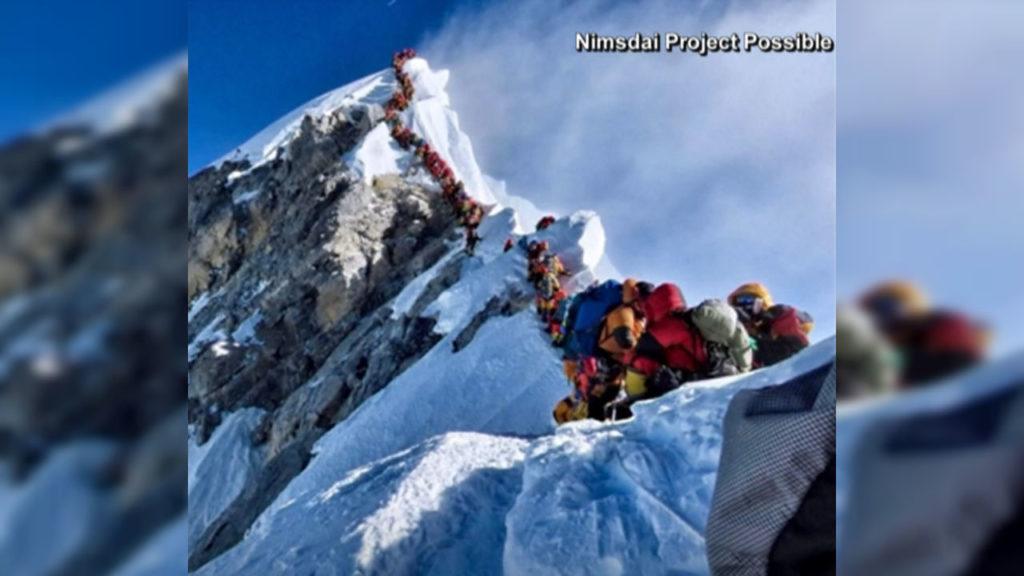 Everest-traffic-jam